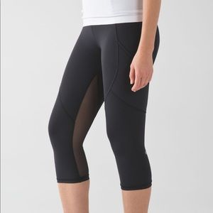"Lululemon | Outrun 17"" Crop Leggings with mesh"